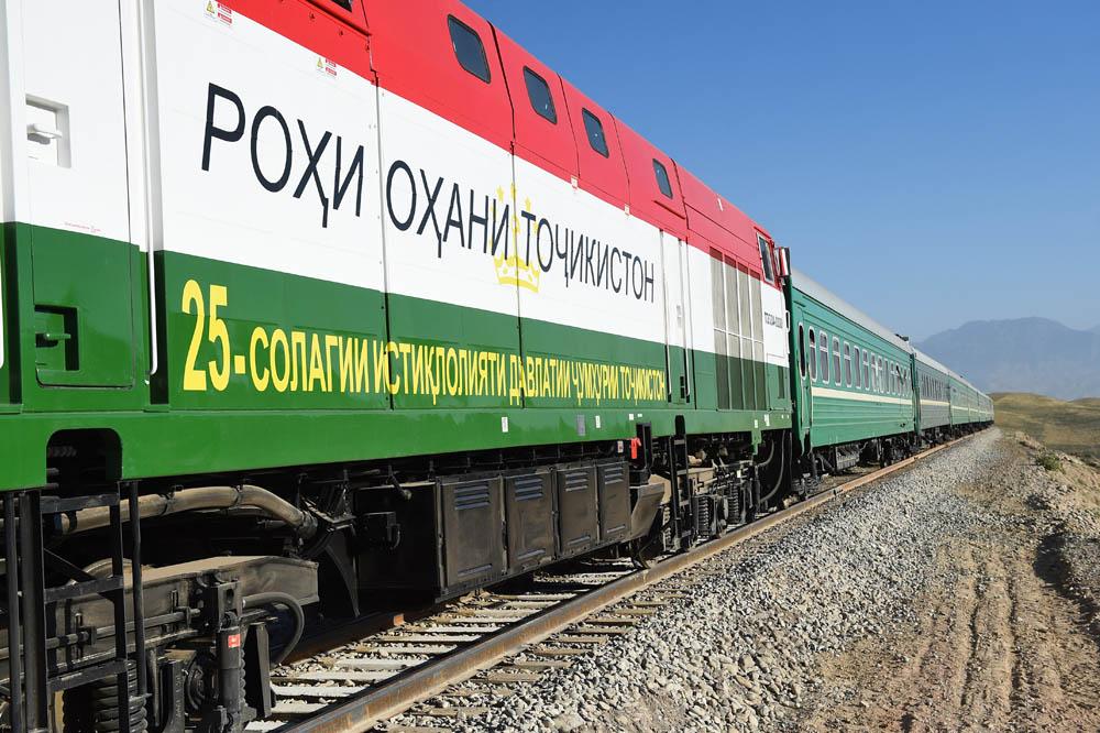 Транзит таджикских поездов через Узбекистан не приостановлен