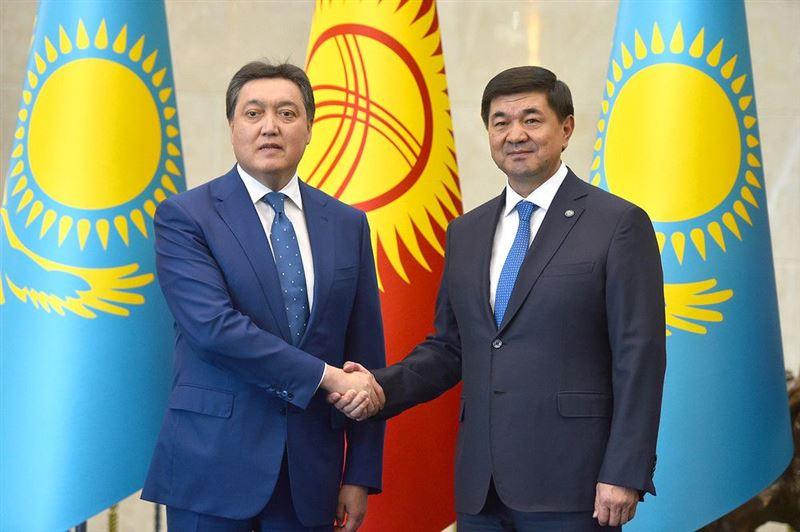 Казахстан и Кыргызстан договорились открыть все пункты пропуска на границе