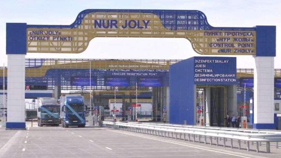 Китай. В день через границу пропускается не более 100 машин, образовалась огромная пробка на казахстанско-китайской границе