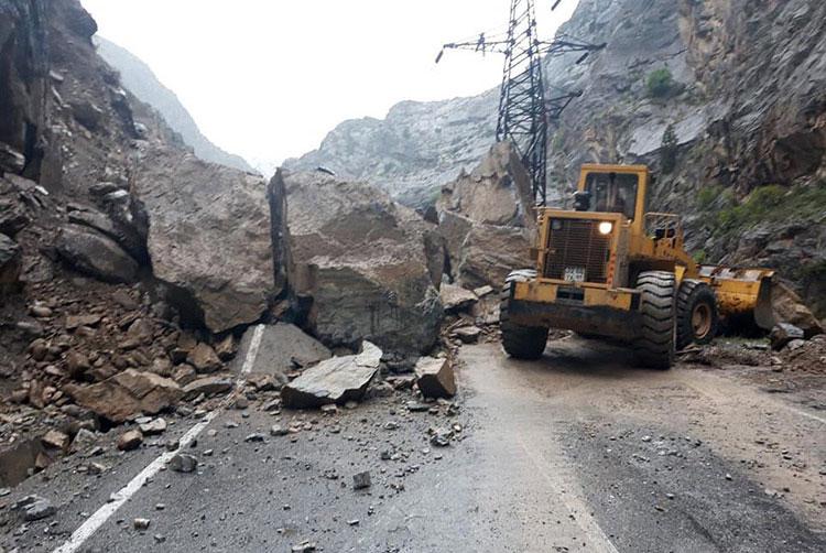 Камнепады и лавины перекрыли некоторые дороги в Таджикистане