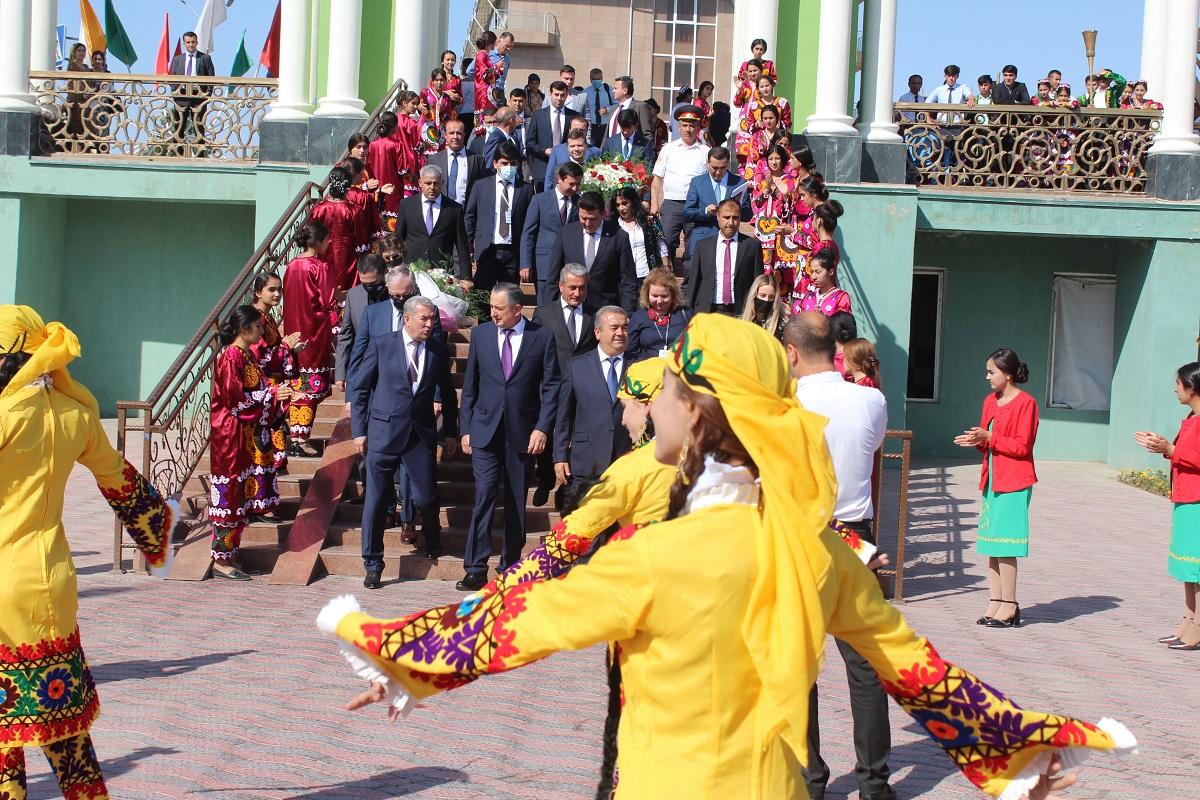 В Хатлоне состоялся форум Bokhtar Food – 2021: таджикский виноград и лук уйдут за рубеж