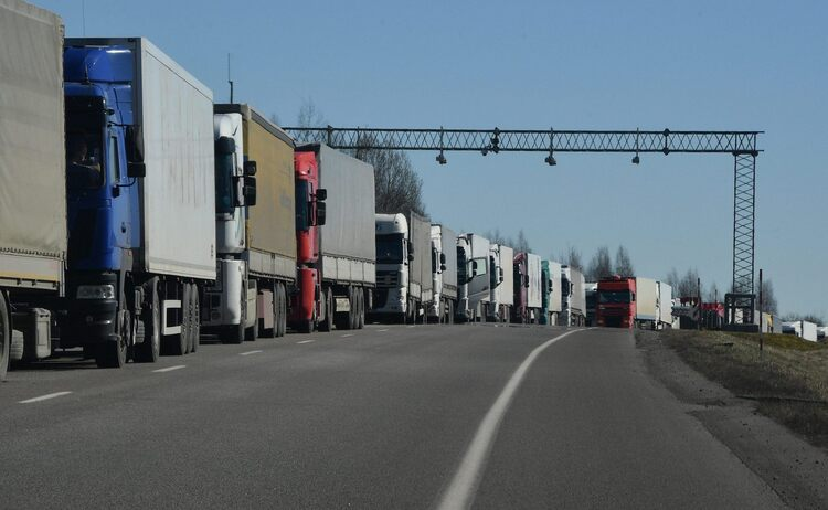 Более 940 фур скопилось на границе Беларуси и ЕС в ожидании выезда